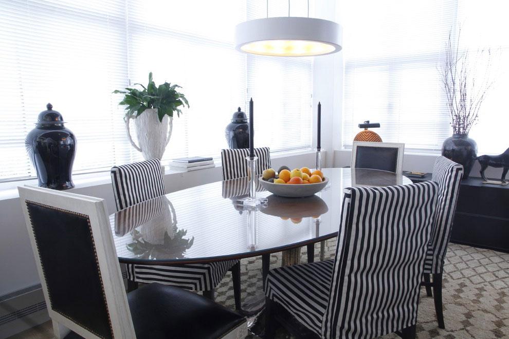 Desain Ruang Makan dengan Konsep Hitam Putih - Griya Pantura